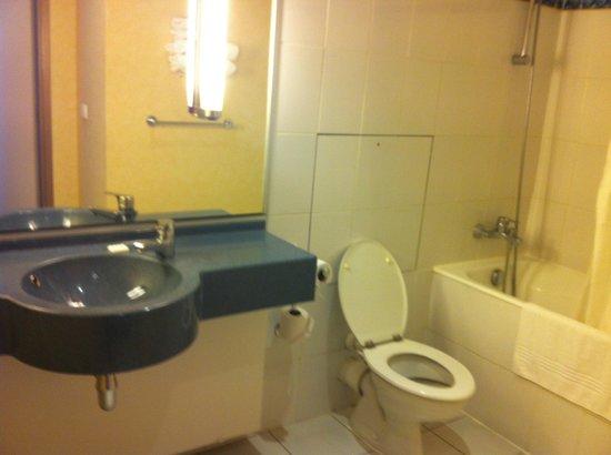 Mercure Lille Aéroport : salle de bains