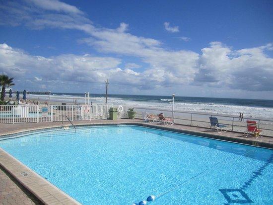 Daytona Inn Beach Resort: !0 foot deep pool