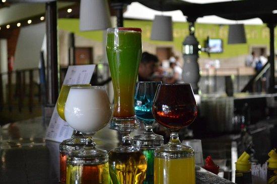 Sirenis Punta Cana Resort Casino & Aquagames: Various Cocktails at the bar