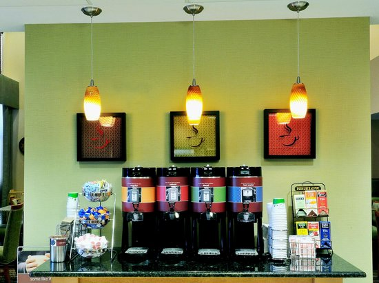 Hampton Inn Fayetteville Ar: Coffee station