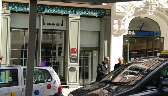 Grand Hotel Grenoble Centre : Dont let the small front facade fool you.