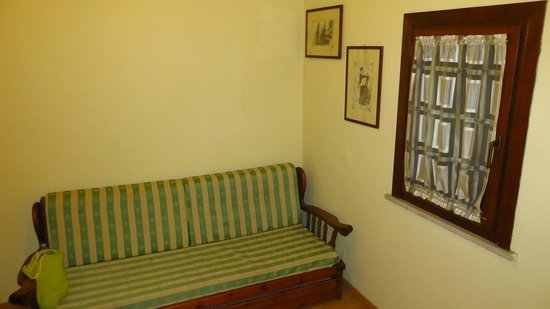 Ortigia Residence: couch