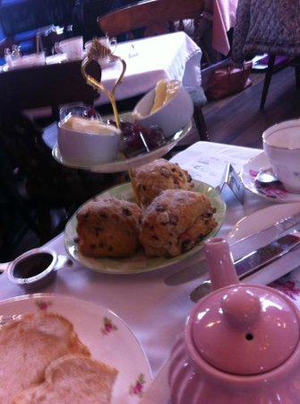 Healey Dell Heritage Centre and Tea Rooms: Cream and scones