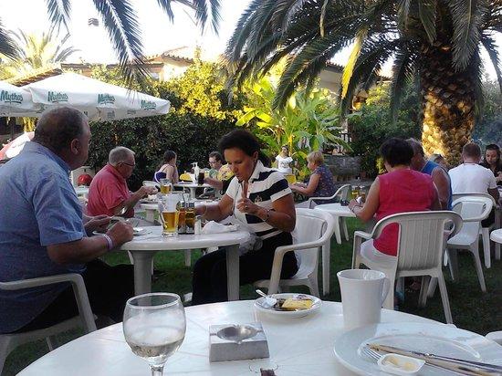 Hanioti Village Resort: Hotelowy grill :)