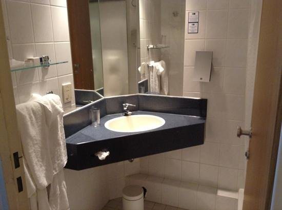 Holiday Inn Express Hasselt: bathroom