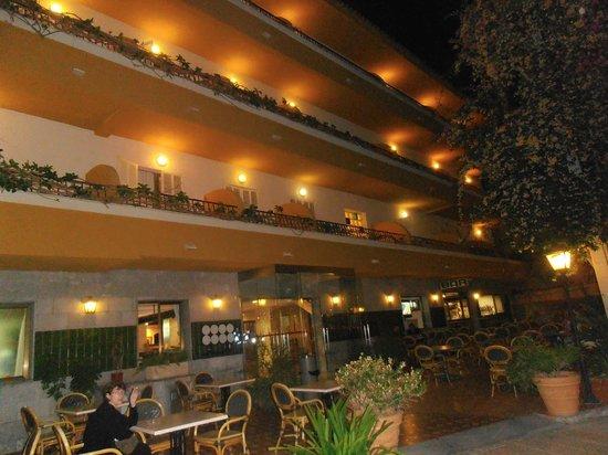 Ran de Mar Hotel/Apartments: Fachada del hotel, mismo recinto que los apartamentos
