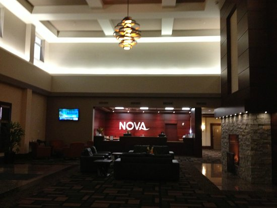 Chateau Nova Yellowhead: Front Desk