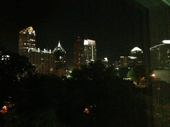 Homewood Suites by Hilton Atlanta Midtown : View of mid Town at night