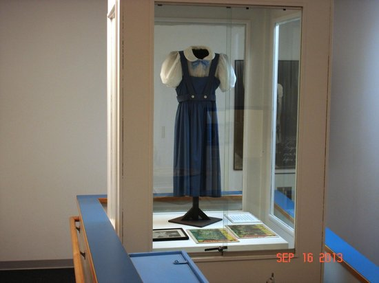 Judy Garland Museum: Dorothy's dress from the Wizard of Oz