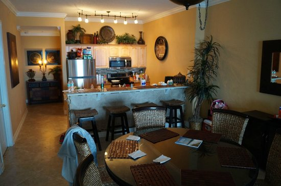 Ocean Reef Condominiums: The dining and kitchen area