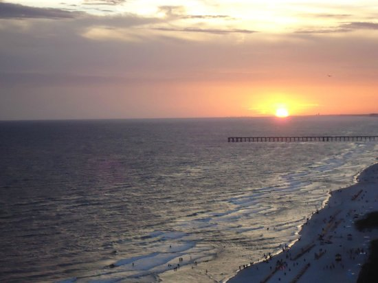 Ocean Reef Condominiums: Look at one of the beautiful sunsets!