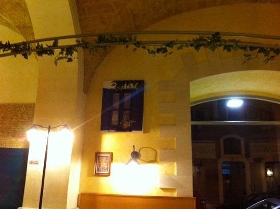 Quadri a finestre foto di pizzeria a metro maccheroni bari tripadvisor - Quadri con finestre ...