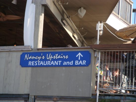 Nancy's Restaurant: We had lunch in the upstairs dining room with a beautiful view!
