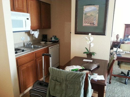 Homewood Suites by Hilton San Diego-Del Mar : Dining/Kitchenette area