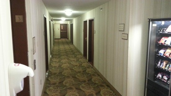 Country Inn & Suites By Carlson, Winnipeg, MB: Hallway