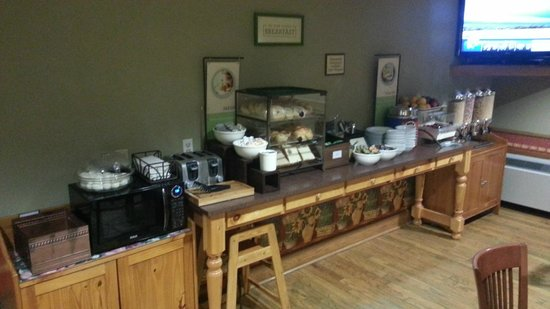 Country Inn & Suites By Carlson, Winnipeg, MB : Continental breakfast