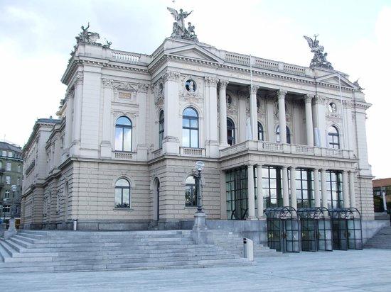 Opernhaus Zurich: Building exterior