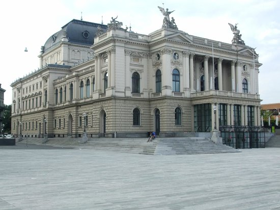 Opernhaus Zurich: View of Opera House from the square