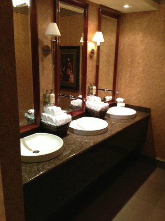 Old Course Hotel, Golf Resort & Spa : Sinks