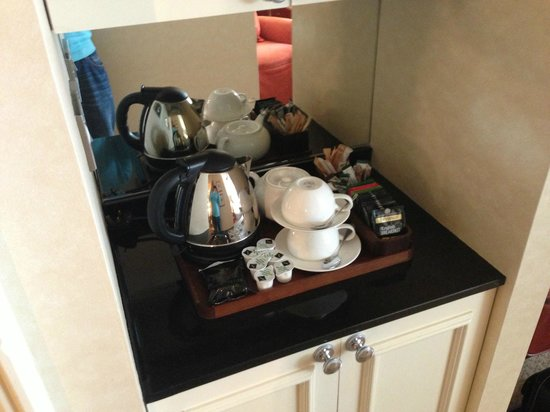 Old Course Hotel, Golf Resort & Spa : Tea & Coffee in room