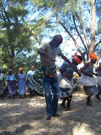 Robinson's Island: Dancing with the community