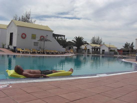 Fuerteventura Beach Club: Pool by Elite bar