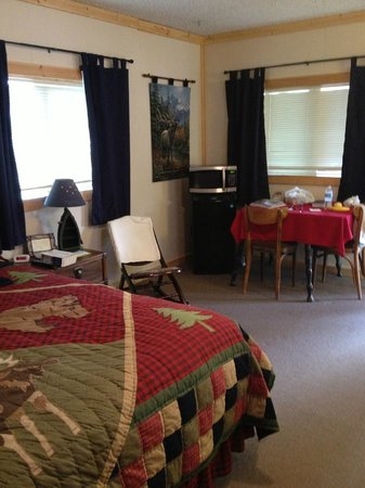 The Inn at the Lake: Room 205