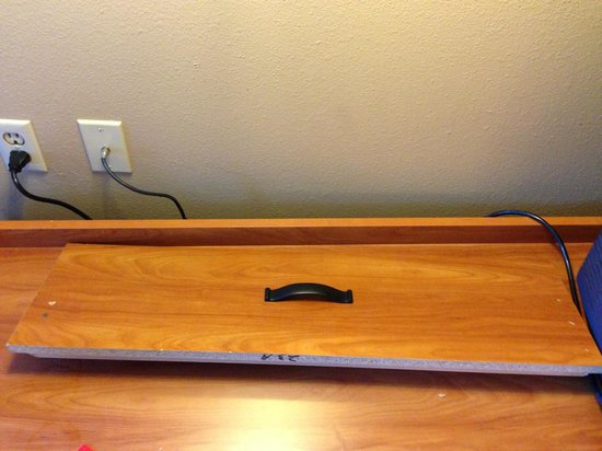 Econo Lodge Downtown: Drawer front left on top of dresser