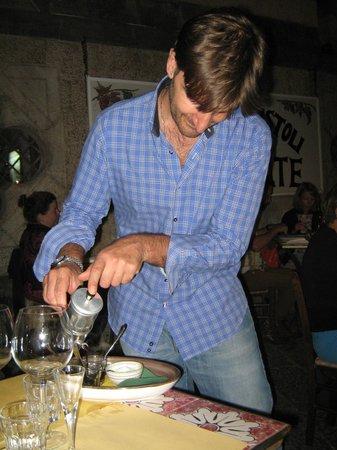 Taverna degli Apostoli: Pietro all'opera con la cuccumella