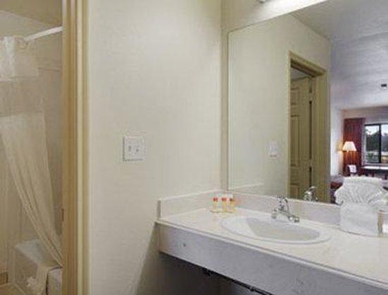 Palace Inn: Bathroom