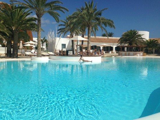 Destino Pacha Ibiza Resort: vu piscine