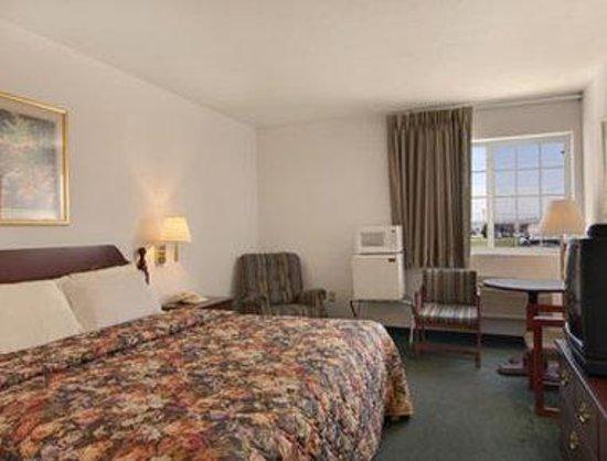 Days Inn Butler: Standard One King Bed Room