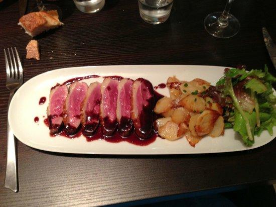 Le Poivron Bleu : magret de canard,pommes marguerite