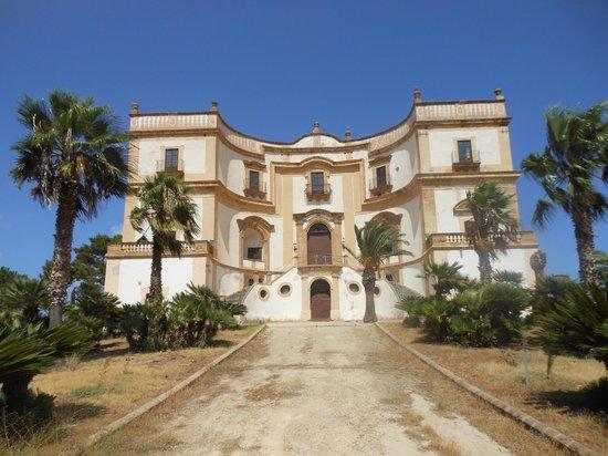 Villa Cattolica: Facciata ingresso principale