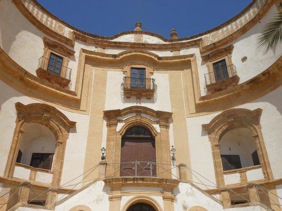 Villa Cattolica: Dettaglio ingresso principale