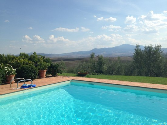 Le Traverse: Gorgeous views from pool area