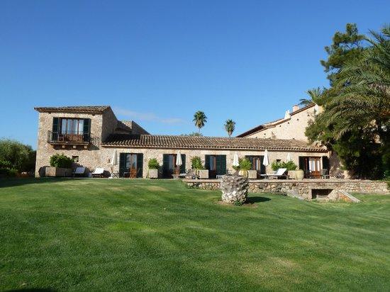 Casal Santa Eulàlia : Blick vom Grundstück auf die DZ Superior mit Terrasse