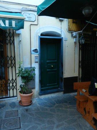 Bellambra - first class rooms and vacation apartment: B&B Door