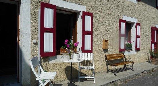 La Chouette a l'Heure du Pinson: Facade de la maison