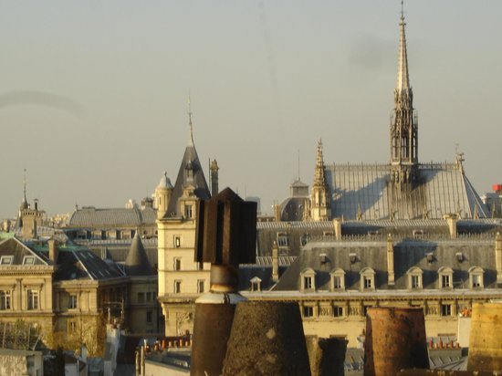 Holiday Inn Paris - Notre Dame: View from roof: Sainte-Chapelle and Palais de Justice