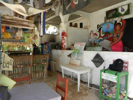 Tita's Pink Seahorse Bar: Stephanie en el Tita's Pink Seahorse