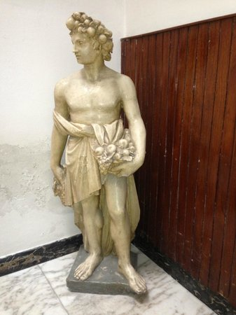 Hotel Il Bargellino: statue in the hotel
