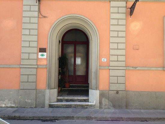 Hotel Il Bargellino: front door