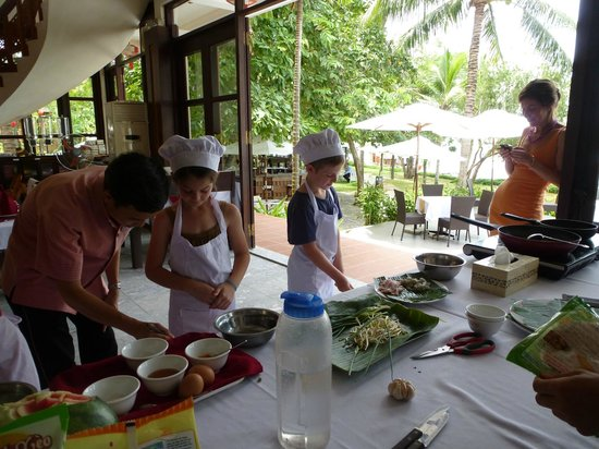 Vinh Hung Riverside Resort: Kids' cooking class