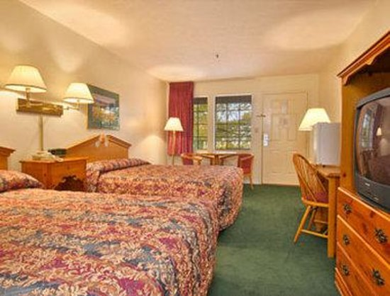 Super 8 Cadiz: Two Double Bed Room