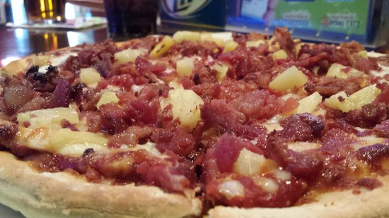 Zorbaz Restaurant: Bacon Pineaple Pizza at Midnight