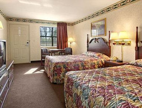 Super 8 Cabot: Two Double Bed Room with MicroFridge