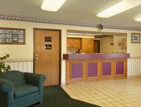 Super 8 Danville VA: Lobby