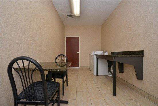 BEST WESTERN PLUS Louisville Inn & Suites: Laundry Facility