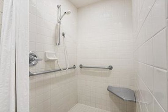 Super 8 Springfield/Eugene: Bathroom